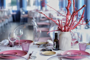 Mesa decorada en coral de Restaurante Balandro