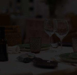 Detalle de mesa con fondo opaco - Restaurante Balandro