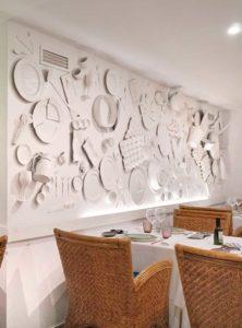 Mesas y Decoración de pared en el Salón Apodaca - Restaurante Balandro