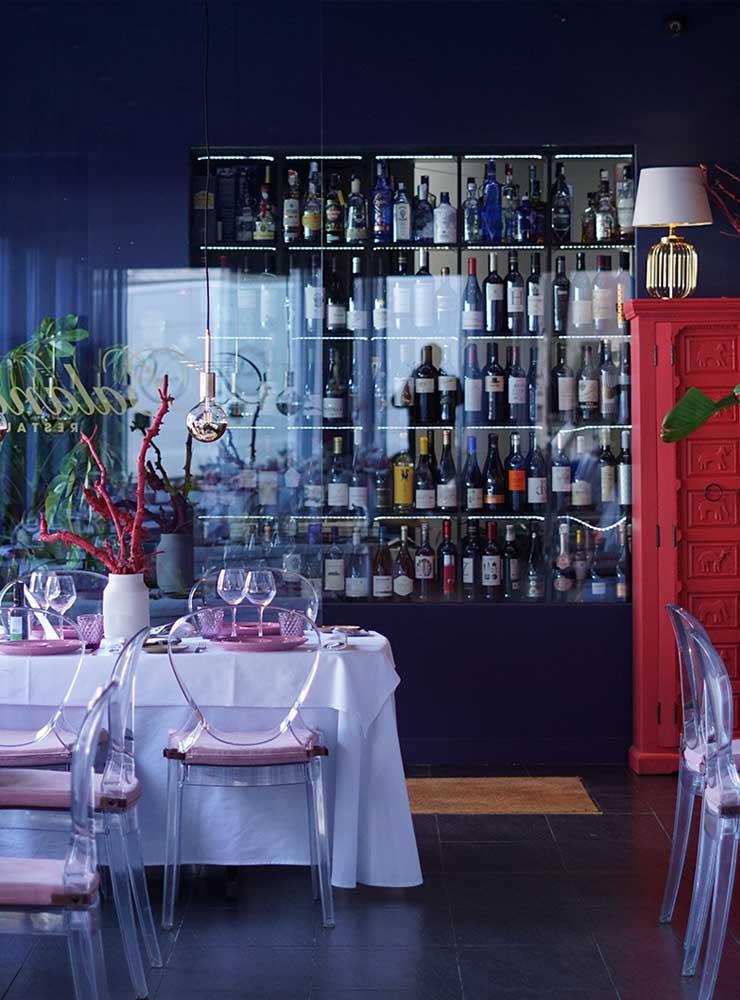 Mesas y mueble botellero - Restaurante Balandro