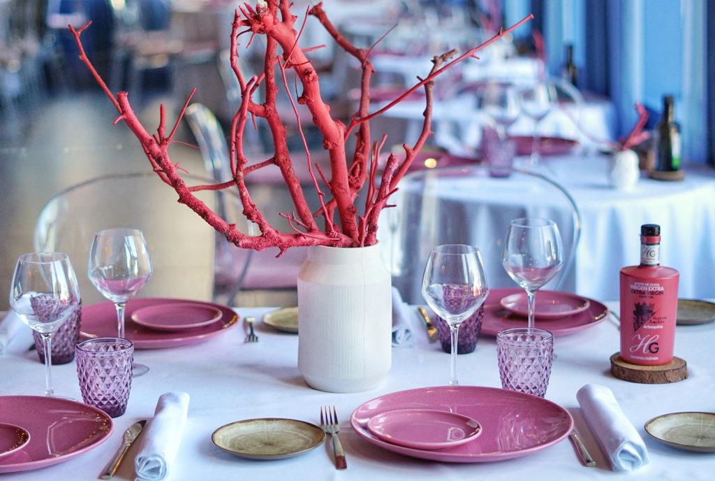 Mesa decorada en coral - Restaurante Balandro
