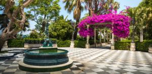 Plaza con fuente en Alameda Apodaca de Restaurante Balandro