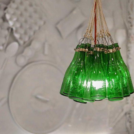 Lámpara de botellas en Salón Apodaca - Restaurante Balandro