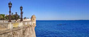 Alameda Apodaca con vistas a la Bahía de Cádiz